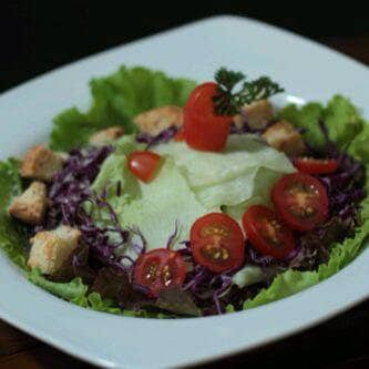 Garden salad with lemon olive oil