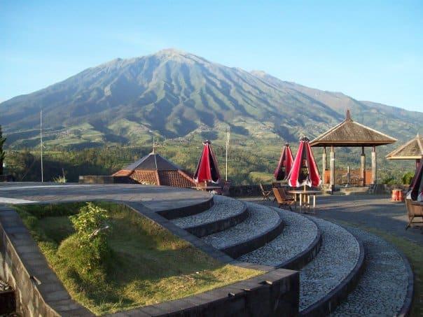 Ketep Pass, tempat menikmati sensasi gunung Merapi dan Merbabu di Magelang